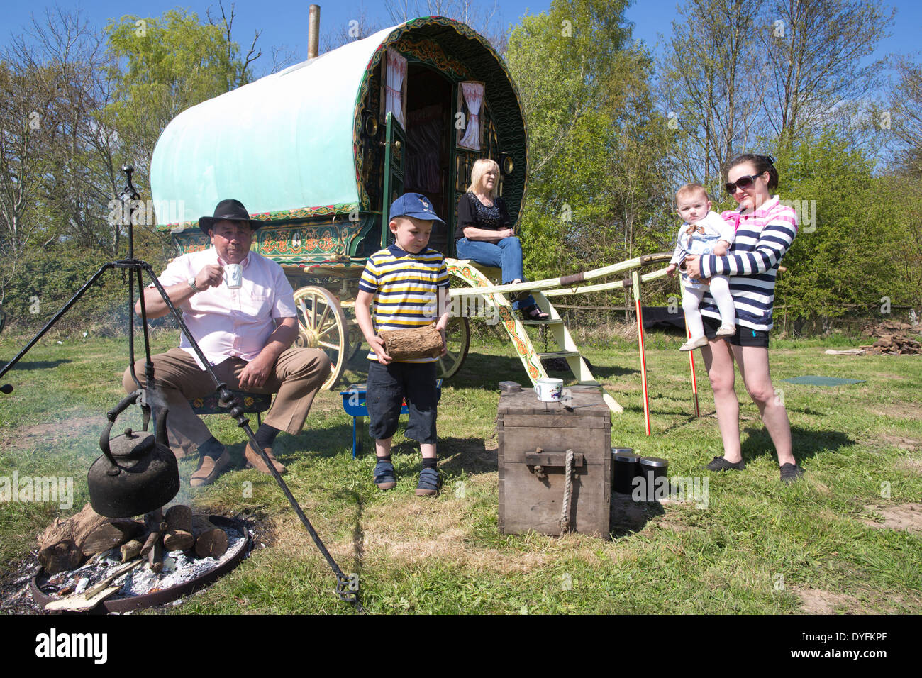 Romany Gypsies outside their Vardo, Gypsy and Traveller site, West Sussex, England, UK - Stock Image