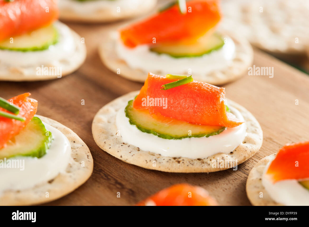 Salmon and Cracker Hor D'oeuvres with Chives and Sour Cream - Stock Image