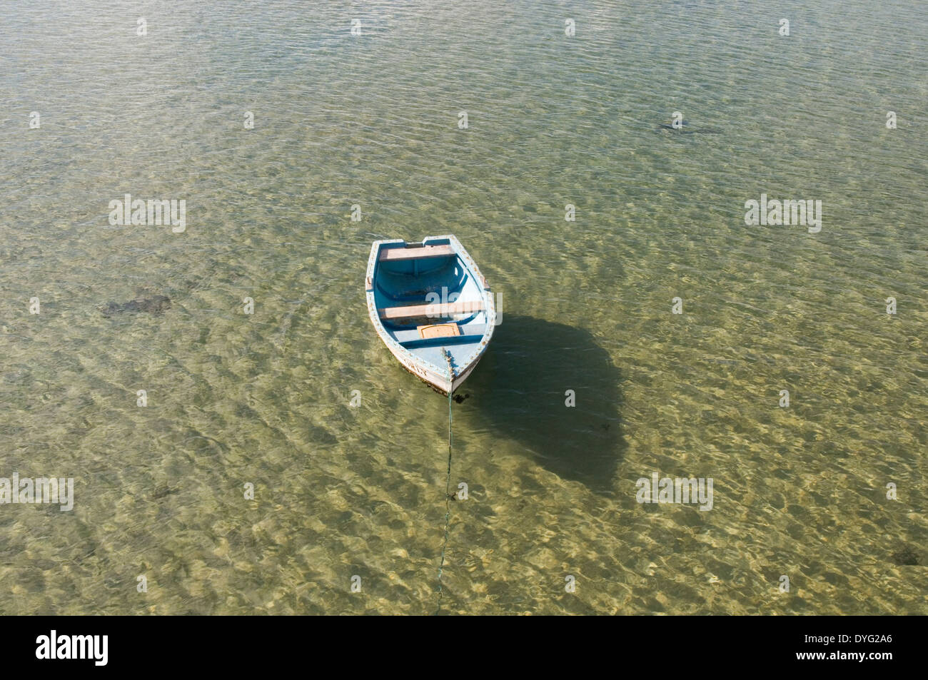 drift away stress destress de rowing boat in carm water waters small little peace and quiet float floating shallow drifting - Stock Image