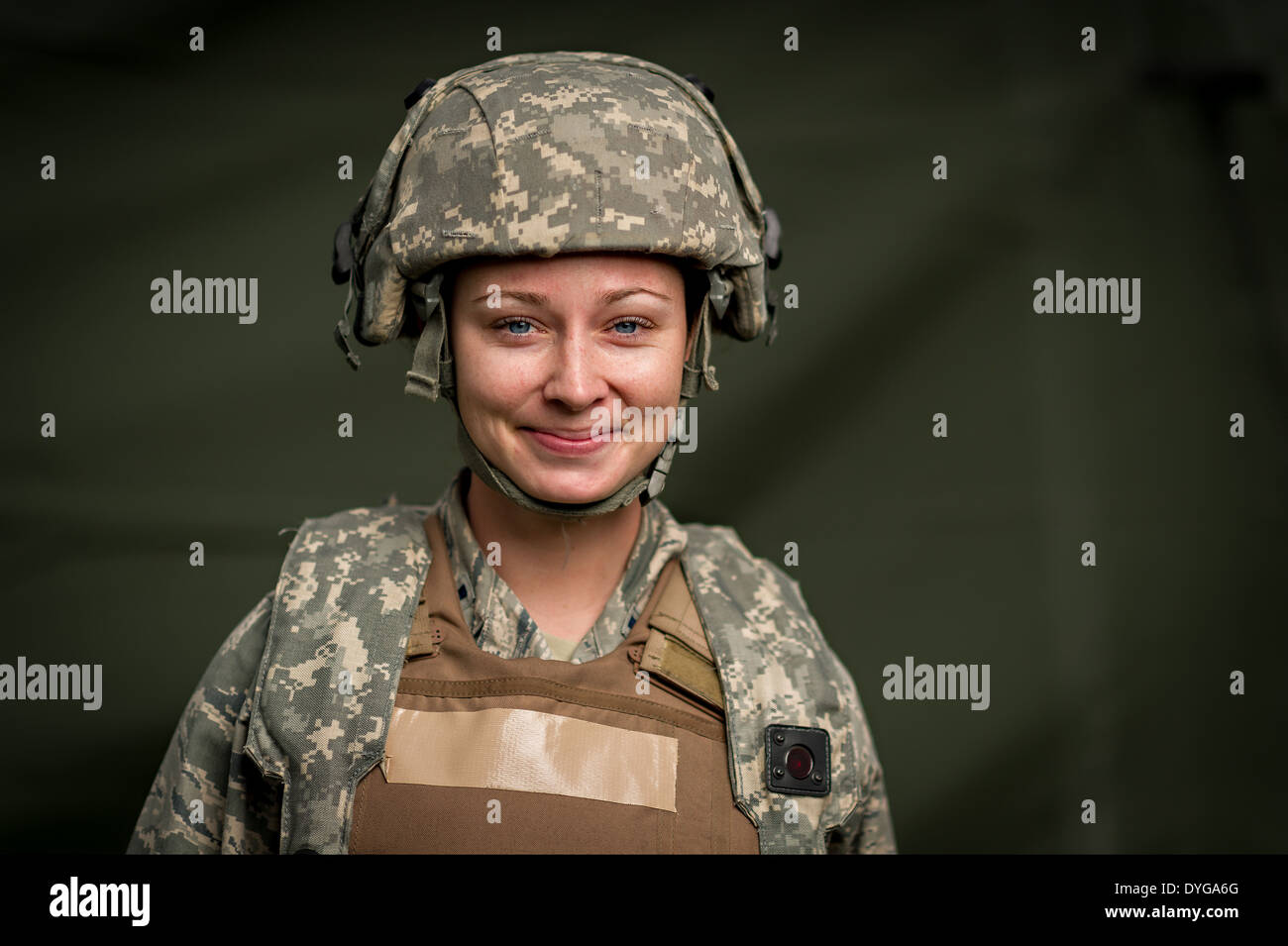 US Air Force 1st Lt. Ashley Stansberry, a flight nurse with the 86th Aeromedical Evacuation Squadron, during readiness training March 15, 2014 at Fort Polk, Lousianna. - Stock Image