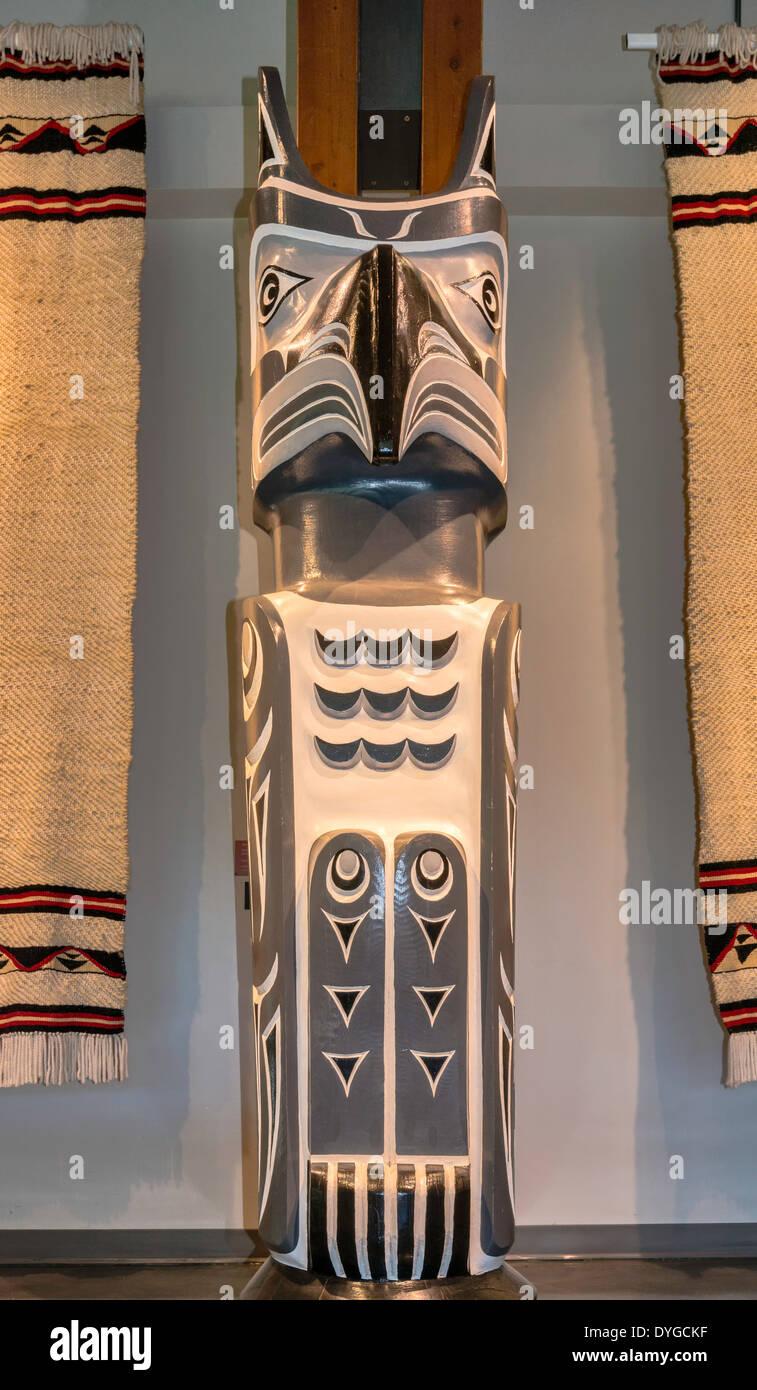 Squamish totem pole, Squamish Lilwat Cultural Centre in Whistler, British Columbia, Canada - Stock Image