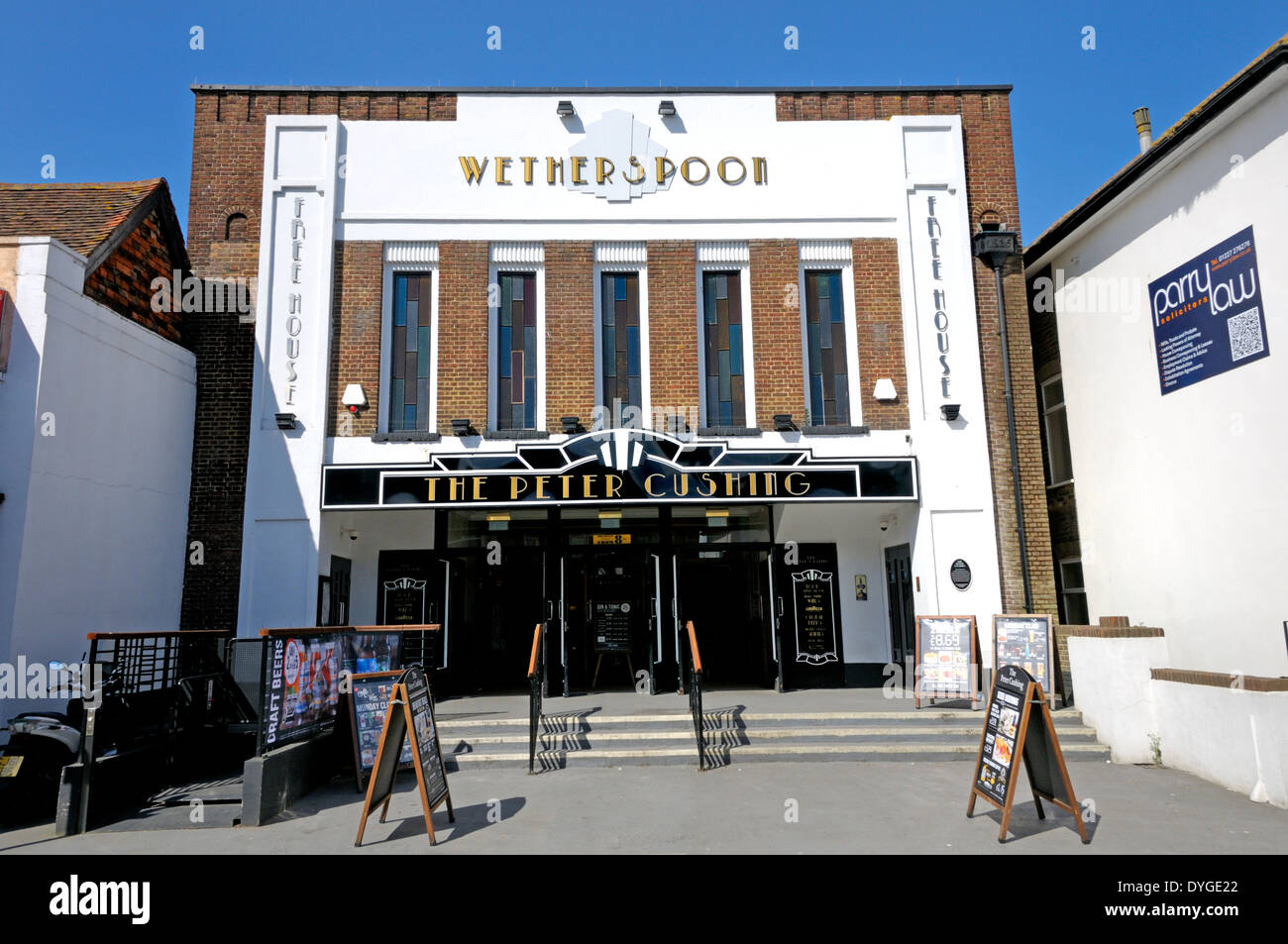 Whitstable, Kent, England, UK. Wetherspoons pub 'The Peter Cushing' in the former Oxford Cinema (Art Deco- 1935) - Stock Image