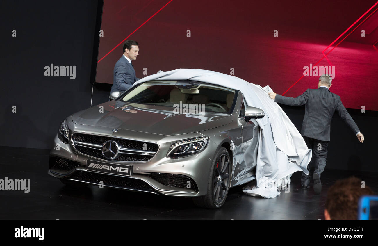 President and ceo of mercedes benz usa steve cannon right unveils president and ceo of mercedes benz usa steve cannon right unveils s63 amg coupe edition 2015 altavistaventures Image collections