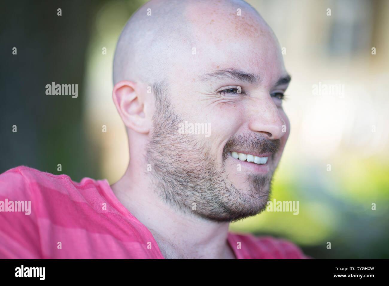 Lachender Mann mit 3-Tage-Bart - laughing man - Stock Image