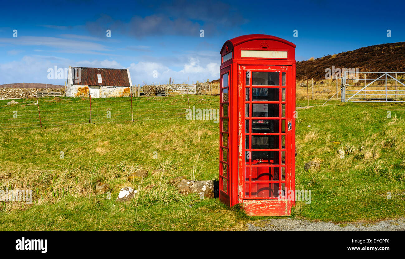 Red telephone kiosk by the side of the A855, Isle of Skye, Scotland - Stock Image