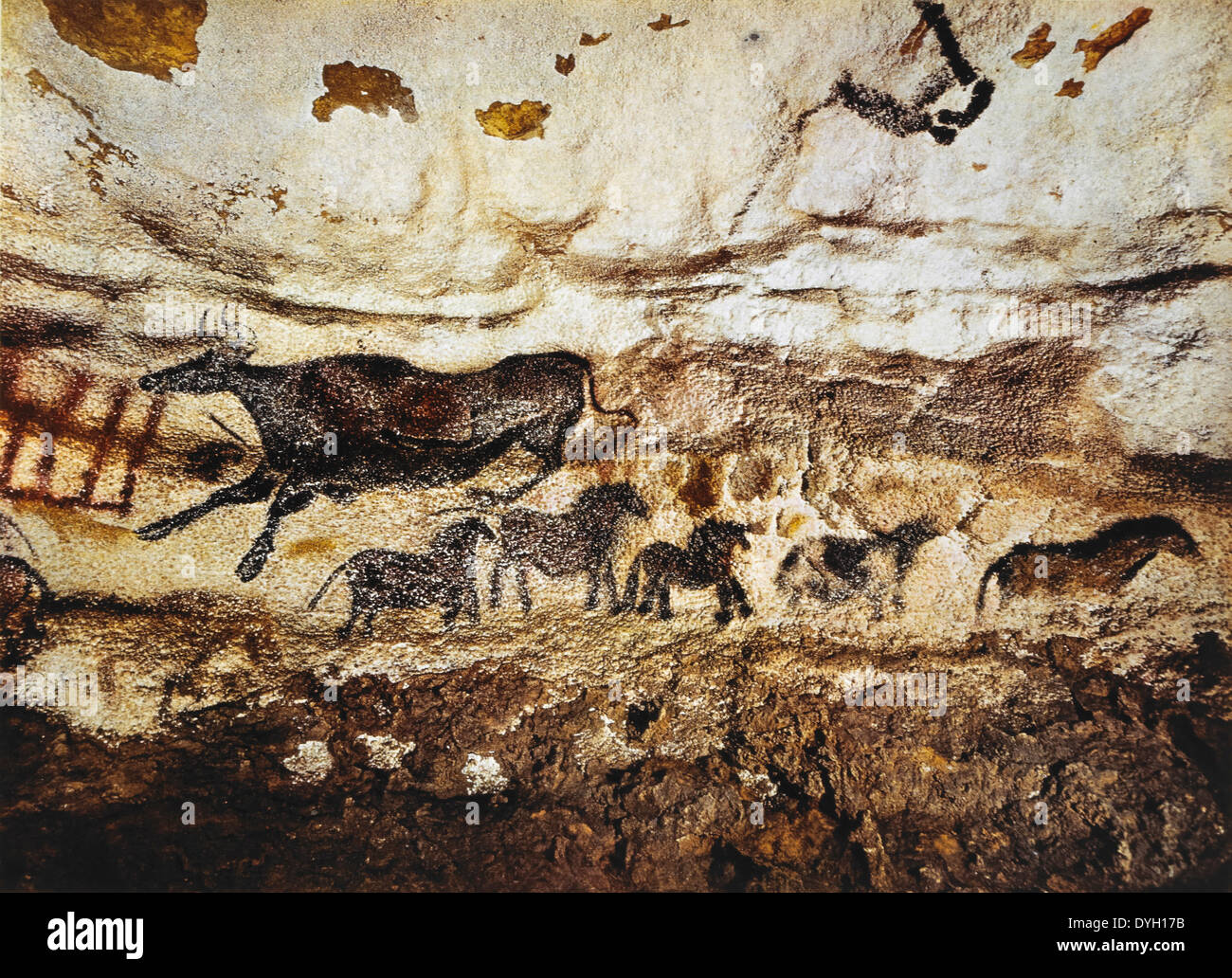a summary and a history of the cave of lascaux in france 1940: lascaux cave paintings discovered archaeologists date the cave paintings at lascaux, france, to about 14000 bce illustration by jack unruh, national geographic.