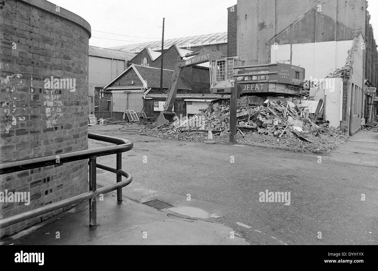 The old John Brown's Shipyard gatehouse being demolished in 1978. The small building in the background was the fire station - Stock Image
