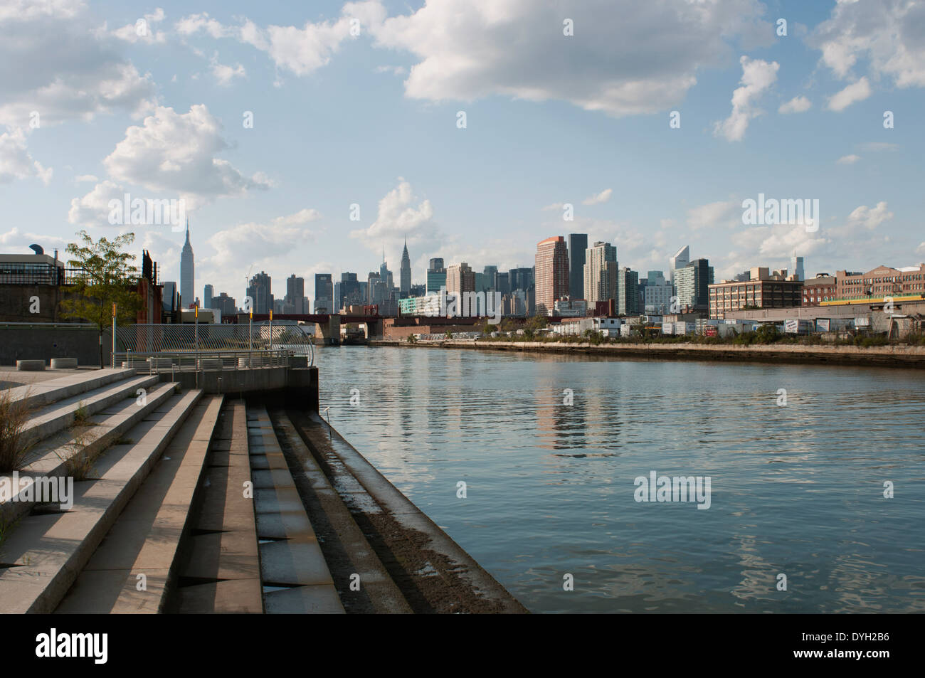 The view from Newtown Creek park in Greenpoint, New York. - Stock Image