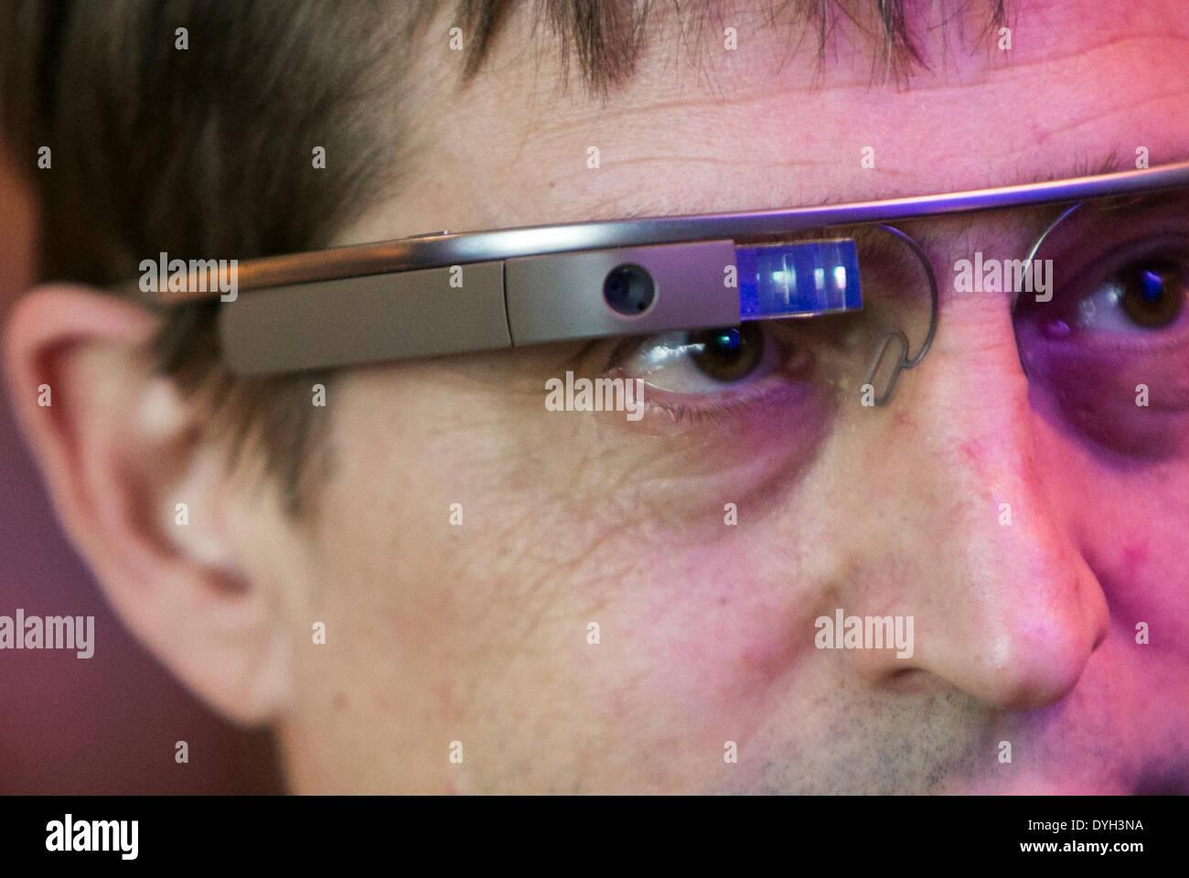 Washington DC, USA . 17th Apr, 2014. An individual wearing Google Glass attends an Economic Club of Washington event Stock Photo