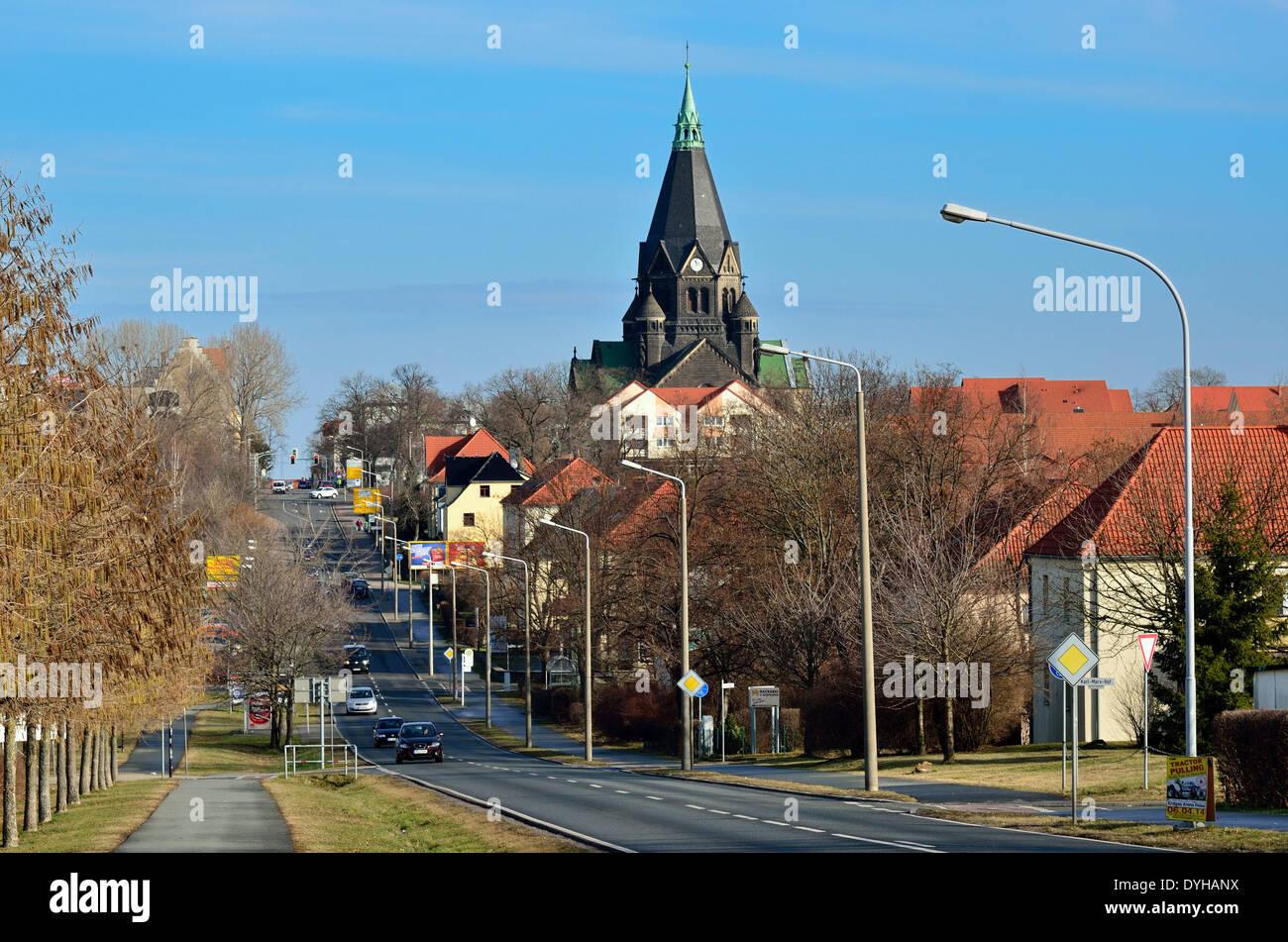 Riesa, Pausitzer Strasse mit Kirche Sankt Trinitatis - Stock Image