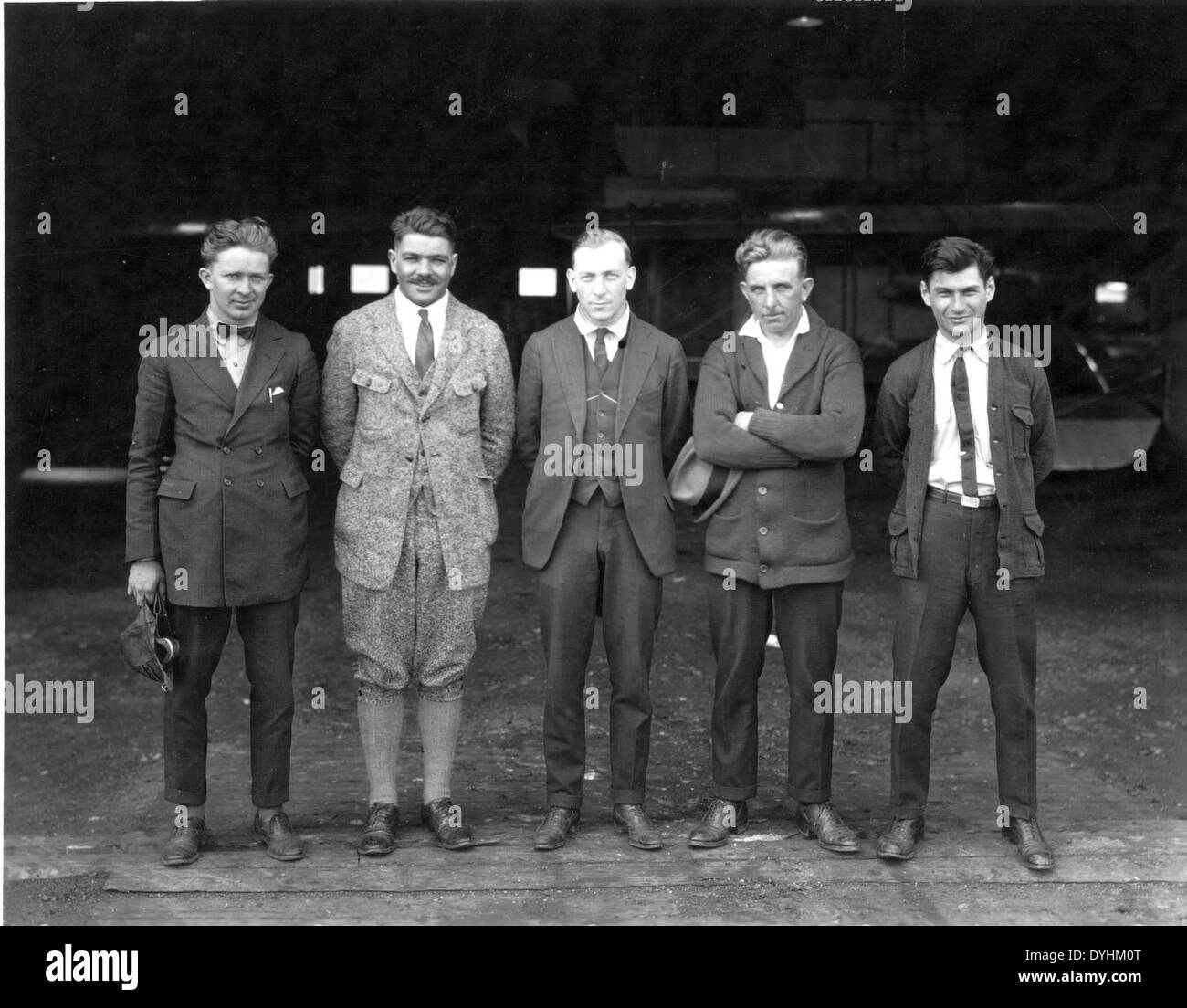 E.G. Leonhardt Special Collection Photo Leonhardt front center with W.L. Smith left of Leonhardt with group of men in front of a hangar (cropped version) - Stock Image