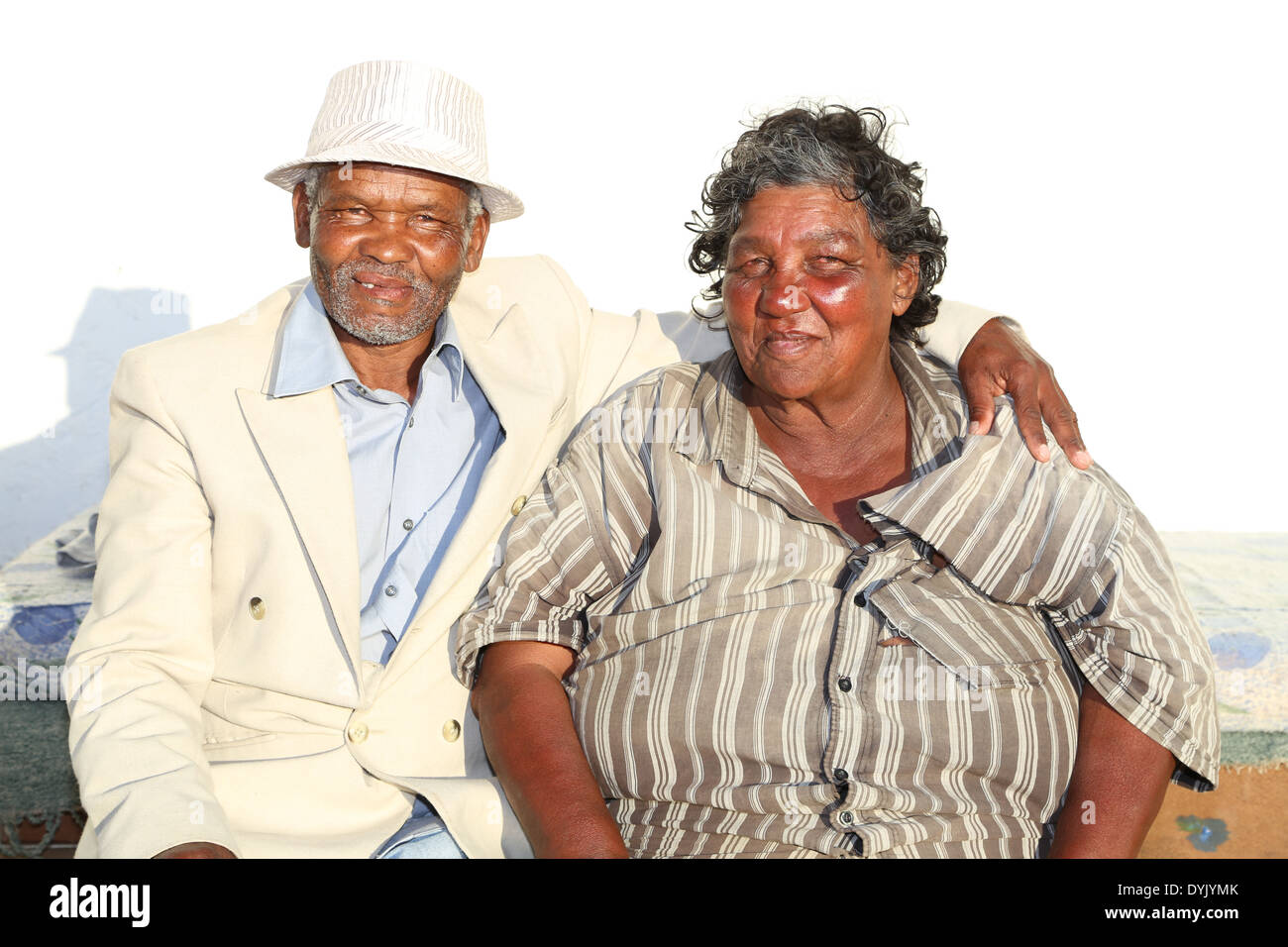 HOMELESS ELDERLY MIXED RACE COUPLE CAPE TOWN - Stock Image
