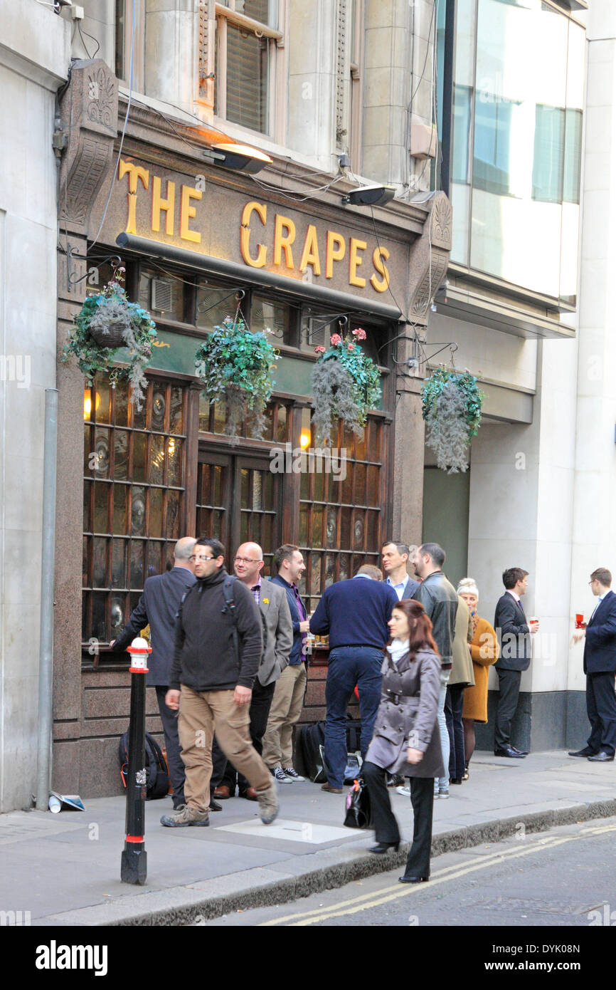 The Grapes pub in the Leadenhall area of the City, London EC3, England, UK. - Stock Image