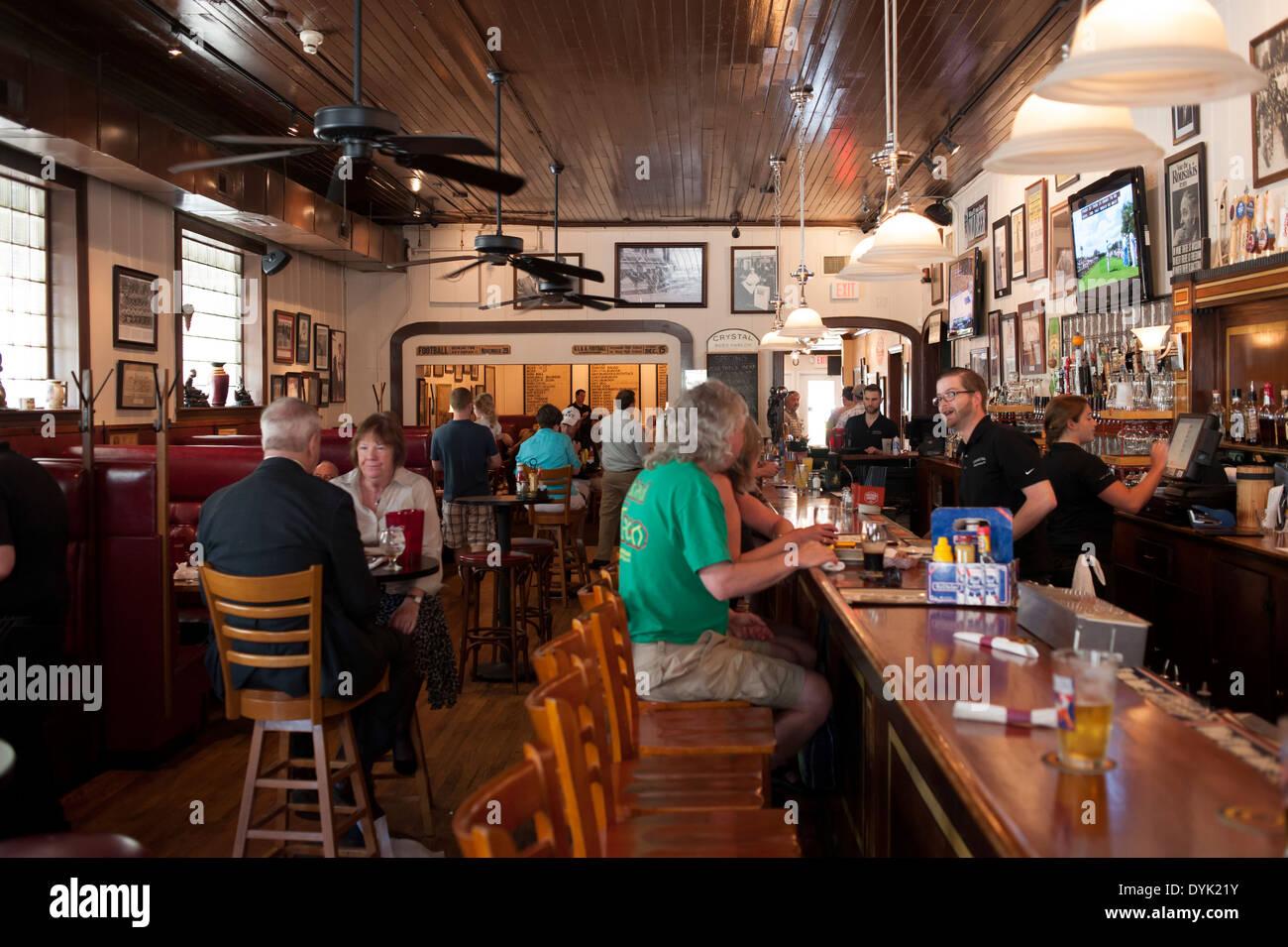 Usa Georgia Ga Savannah Restaurants Dining Crystal Beer Parlor Stock