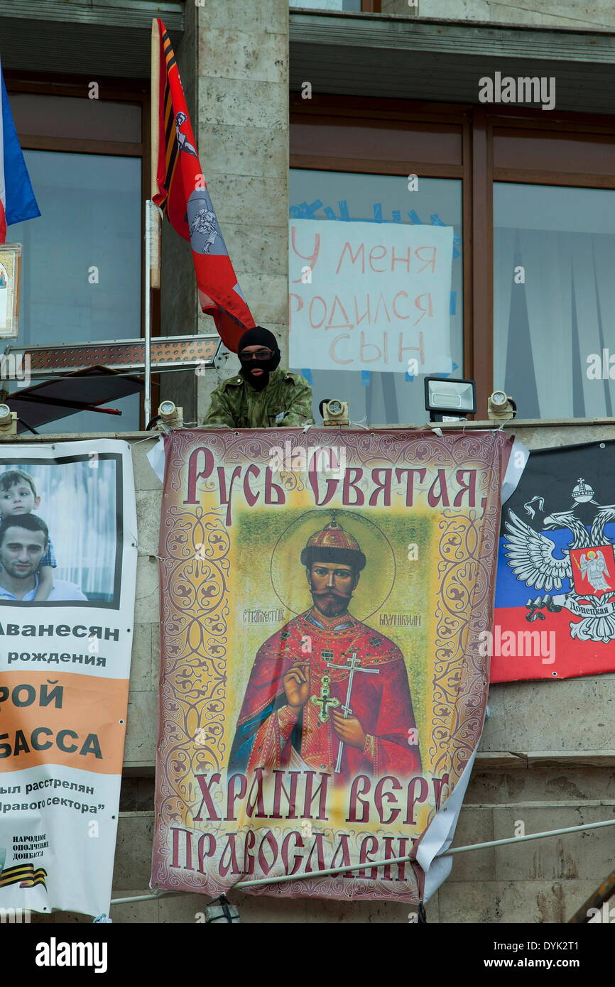 The Russian population of Donetsk in the Ukraine met today at the barricades in front of the city hall occupied by separatists to celebrate the orthodox Easter. In photo: a Russian separatist over the drape of the last tsar Nicholae Romanof. - Stock Image