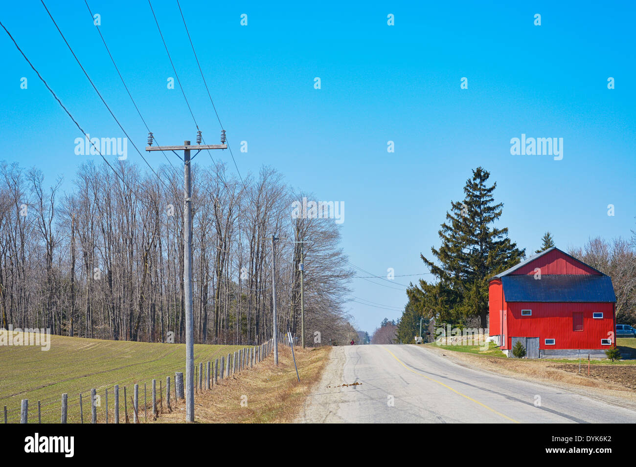 Red Barn House on Country road, St. Jacobs Village, Ontario - Stock Image
