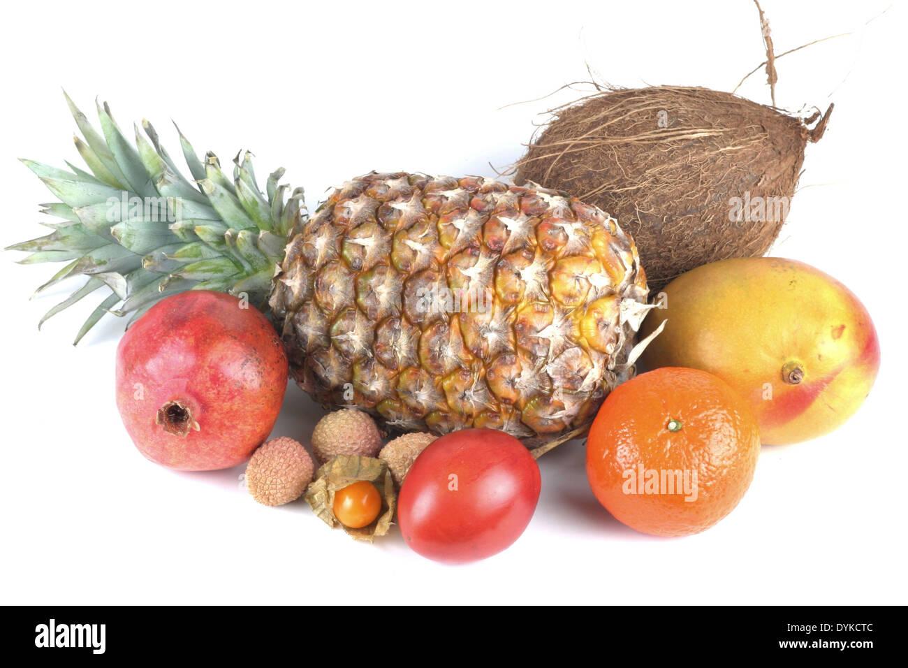 Gemischte exotische tropische Fruechte, Cape gooseberry, pomegranate, anar, tree tomato, lychee, litchi, mango, coconut, pineapp - Stock Image