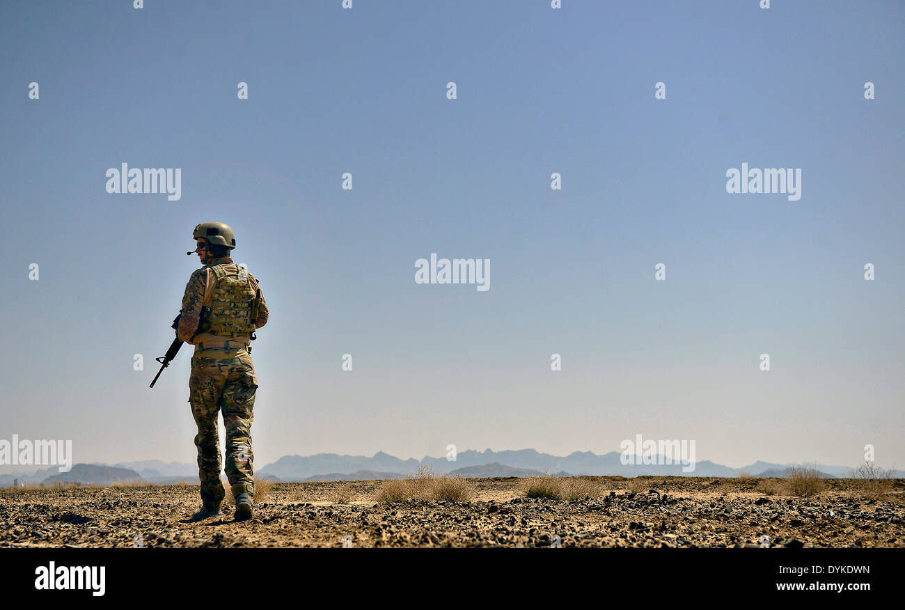 US Air Force airman provides security during an operation March 16, 2014 in Kandahar province, Afghanistan. - Stock Image