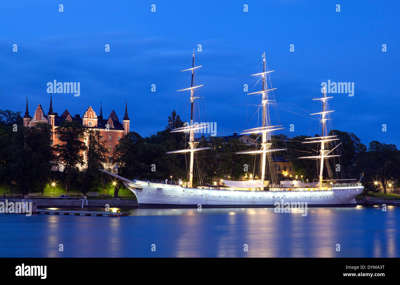 Sailing ship Chapman Boat, Youth Hostel, in front of the Amiralitetshuset building, a branch of the Swedish National Museum, on - Stock Image