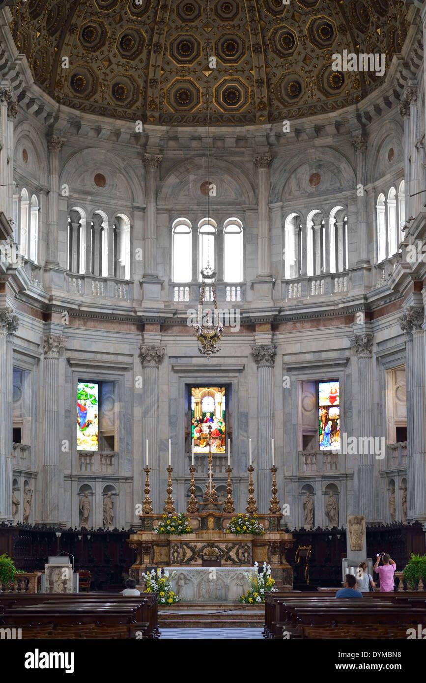 Innenaufnahme Chorraum und Altar der Kathedrale Comer Dom, Dom Santa Maria Maggiore, Como, Lombardei, Italien - Stock Image