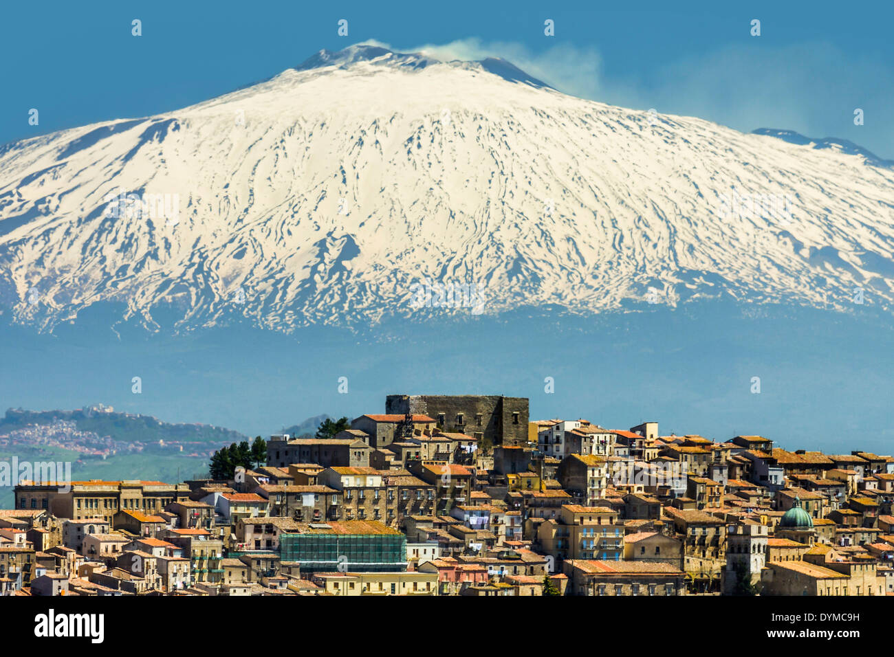 Hill town with backdrop of snowy volcano Mount Etna; Gangi was a common Mafia last name; Gangi, Palermo Province, Sicily, Ital - Stock Image