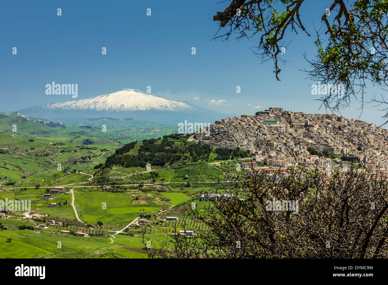 Hill town with backdrop of snowy volcano Mount Etna; Gangi was a common Mafia last name; Gangi, Palermo Province, Sicily, Italy - Stock Image