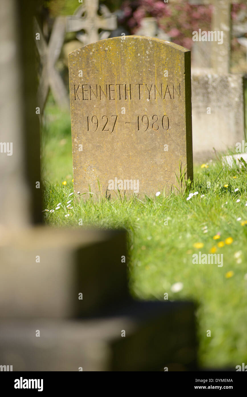 Kenneth Tynan's grave in Holywell Chuchyard, Oxford - Stock Image
