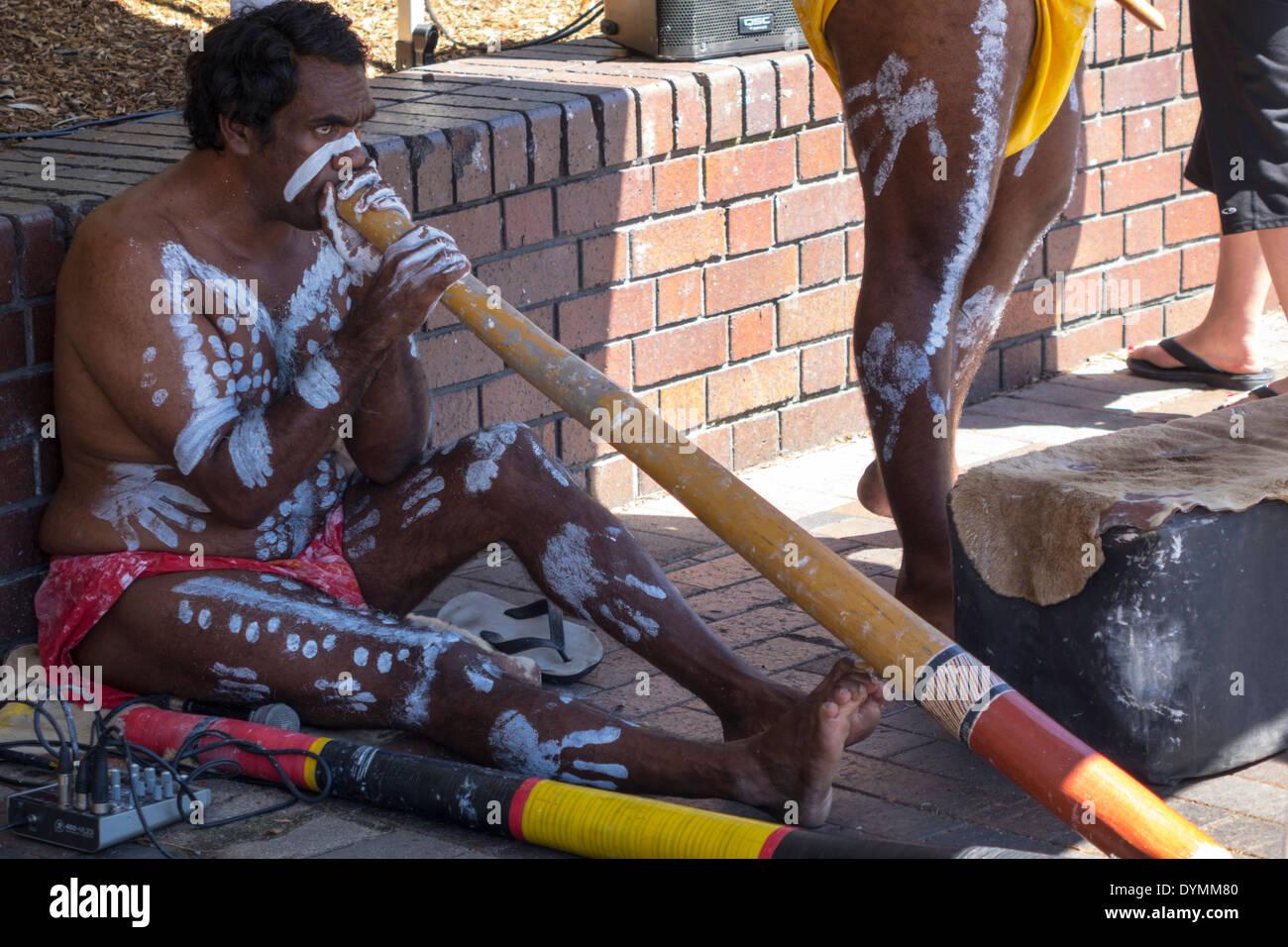 Sydney Australia NSW New South Wales Circular Quay aborigine aboriginal playing didgeridoo body paint - Stock Image