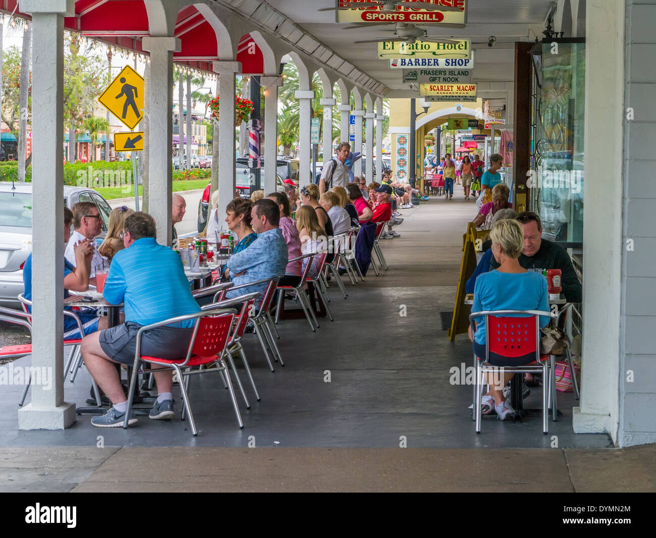 People eating at outdoor sidewalk cafe in Venice Florida - Stock Image