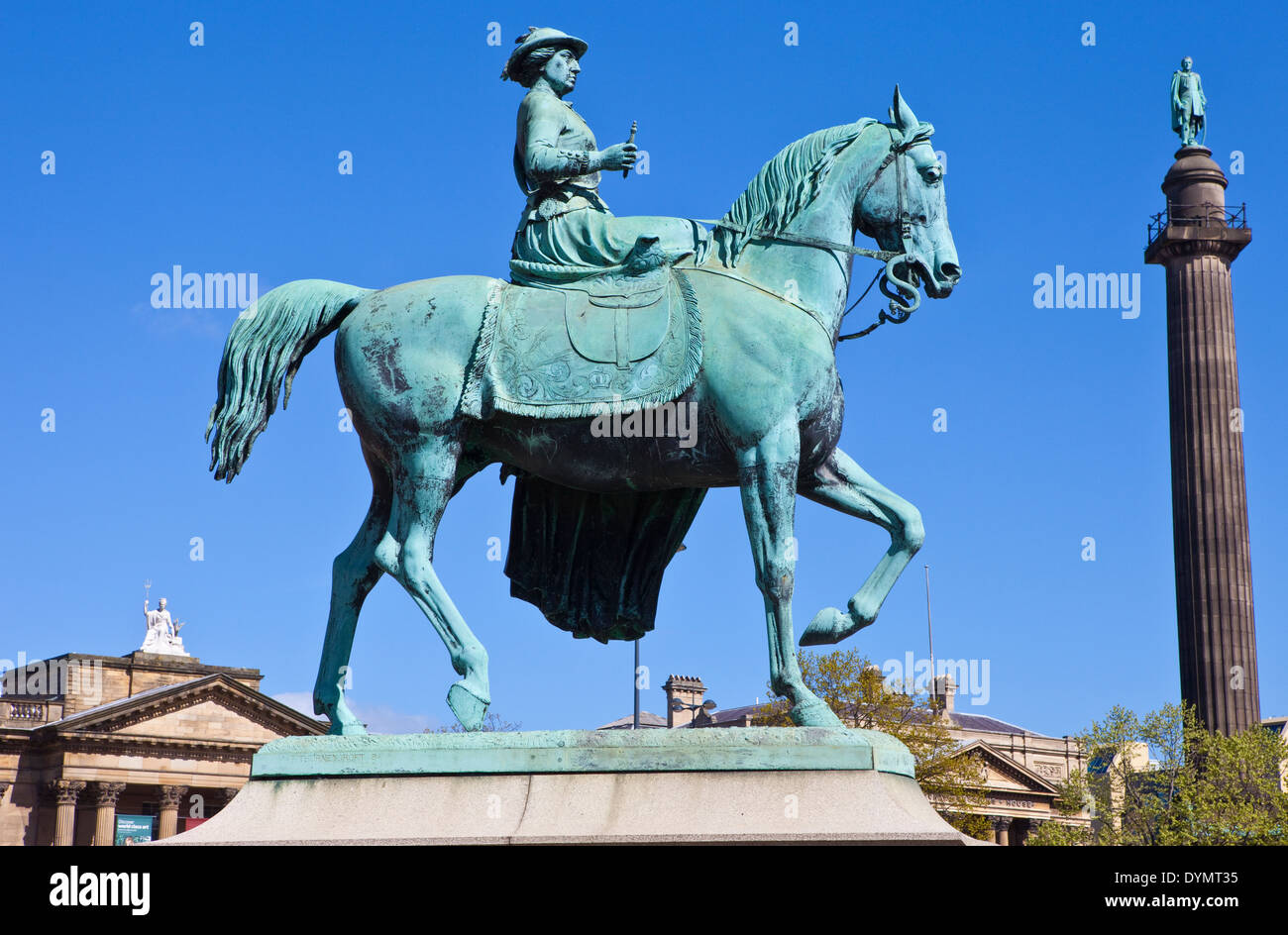 Statue of Queen Victoria with Wellington's Column, Walker Art Gallery and County Sessions House in the background, Liverpool. - Stock Image