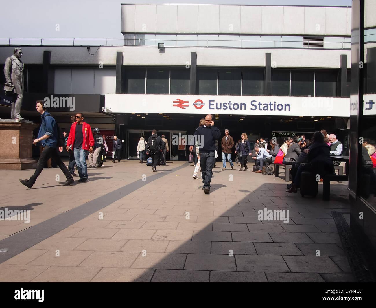 The entrance to Euston train station, London, England. - Stock Image