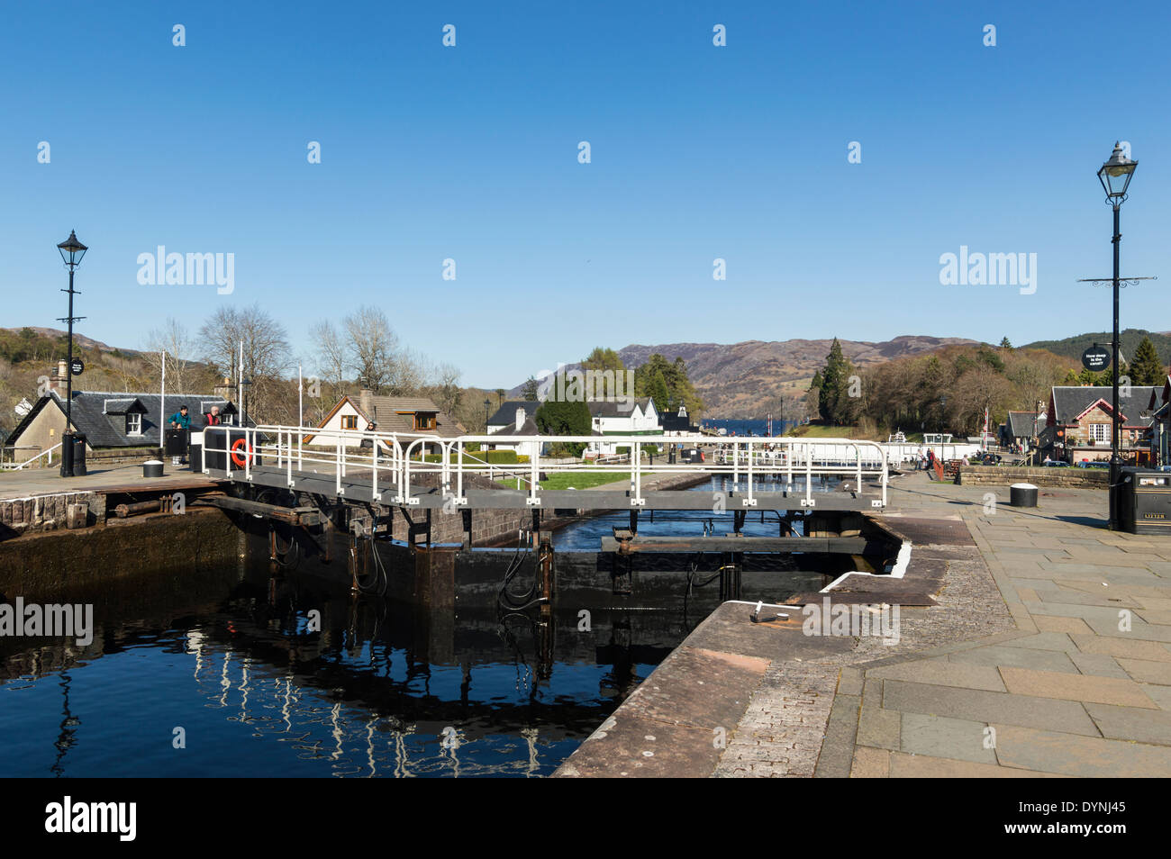 LOCK KEEPER AT CONTROL BOX OPENING TELFORD LOCK GATES FORT AUGUSTUS LOCH NESS - Stock Image