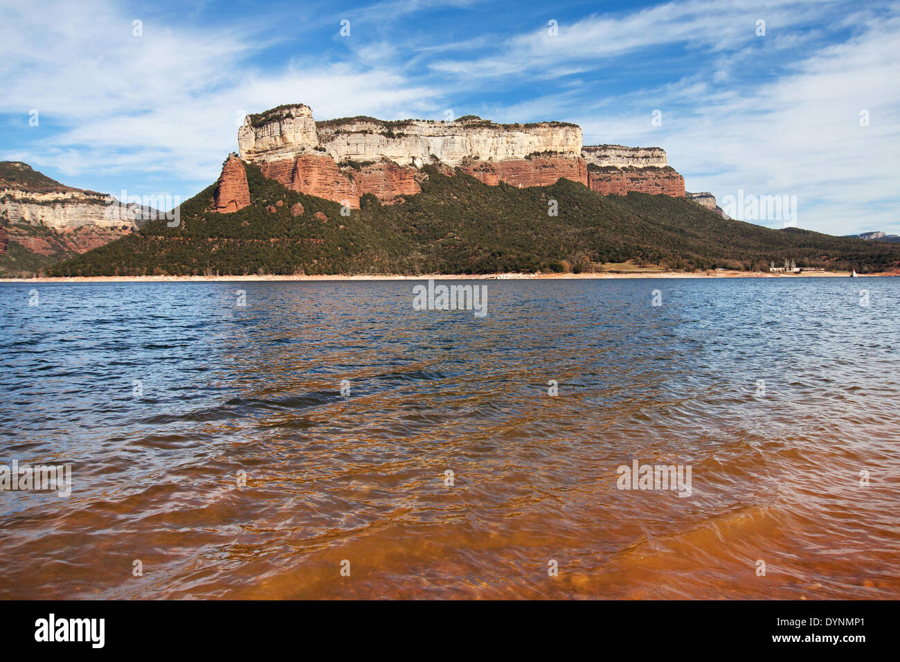 Sau Reservoir and Tavertet Cliffs, Barcelona province, Catalonia. - Stock Image