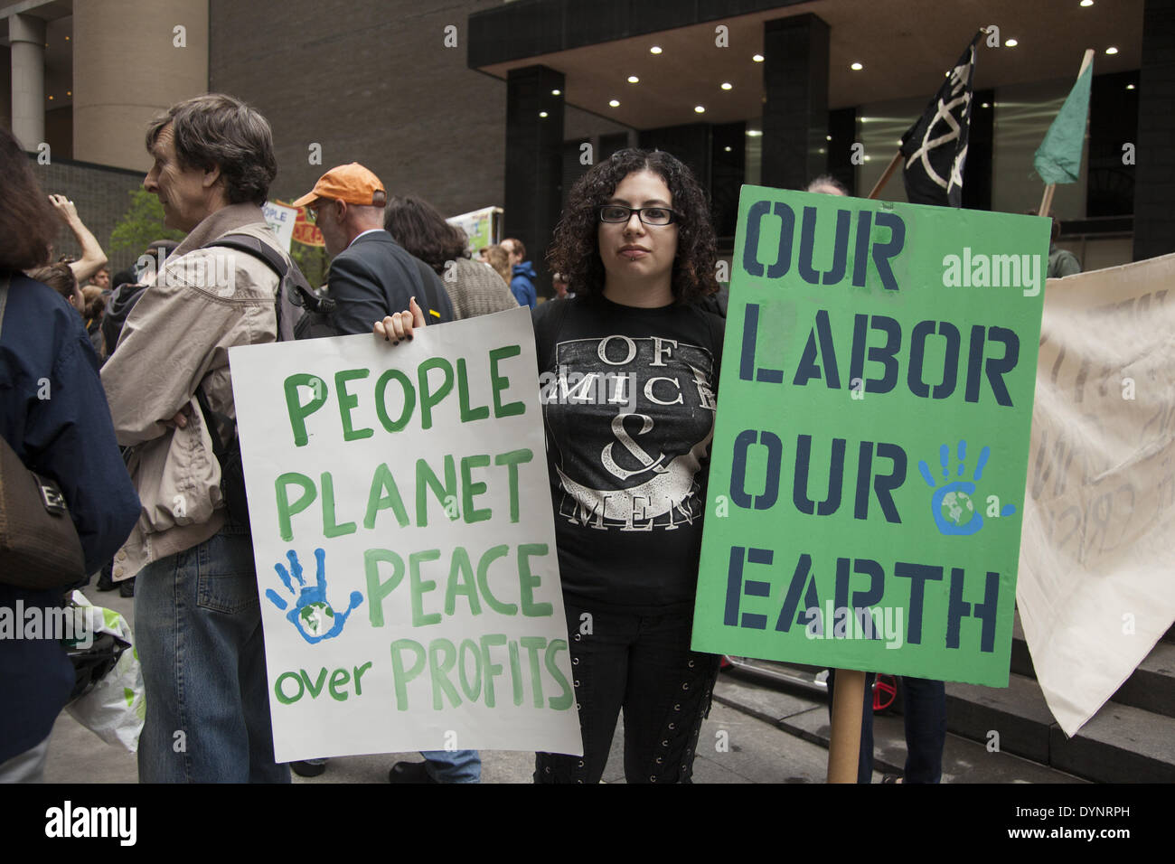 New York, NY, USA , 22nd Apr, 2014. Environmental activists rally on Earth Day at Zuccotti Park, then march to Wall Stock Photo