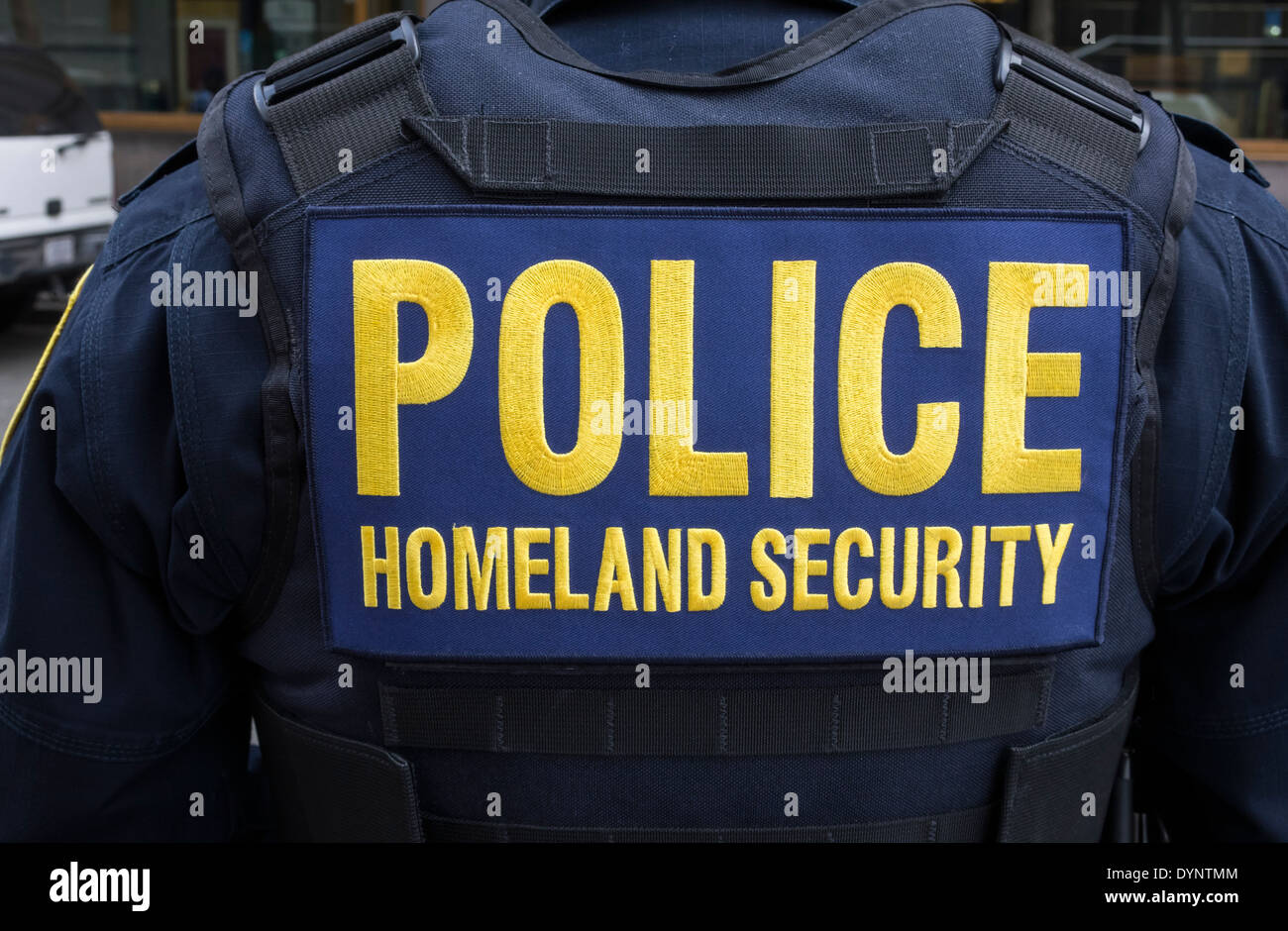 New York City police officer on Homeland Security duty - Stock Image