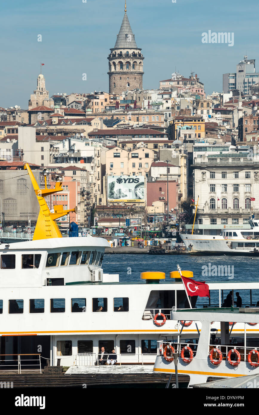 View from Eminonu with ferries on the Golden Horn with Beyoglu and the Galata tower in the background. Istanbul, Turkey. - Stock Image