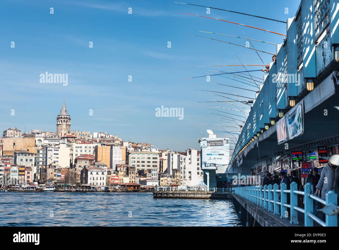 View from Eminonu across the Golden Horn and Galata bridge to Galata tower and Beyoglu, and Karakoy, Istanbul, Turkey. - Stock Image