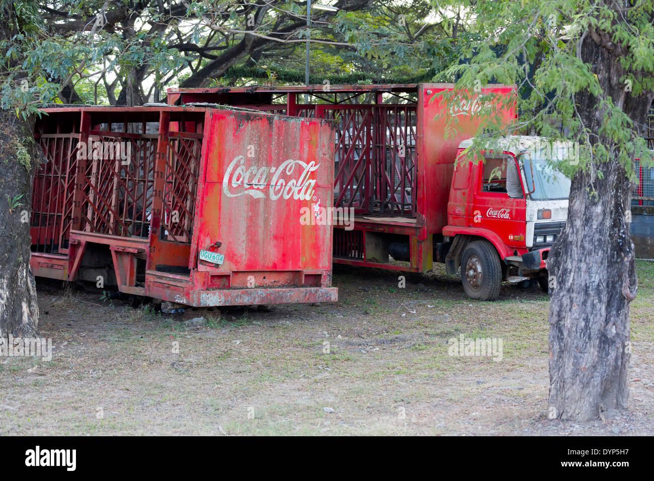 old-coca-cola-truck-in-puerto-princesa-p