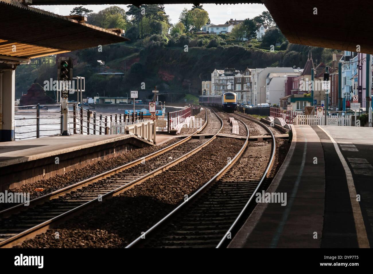 Train arriving at Dawlish station. - Stock Image