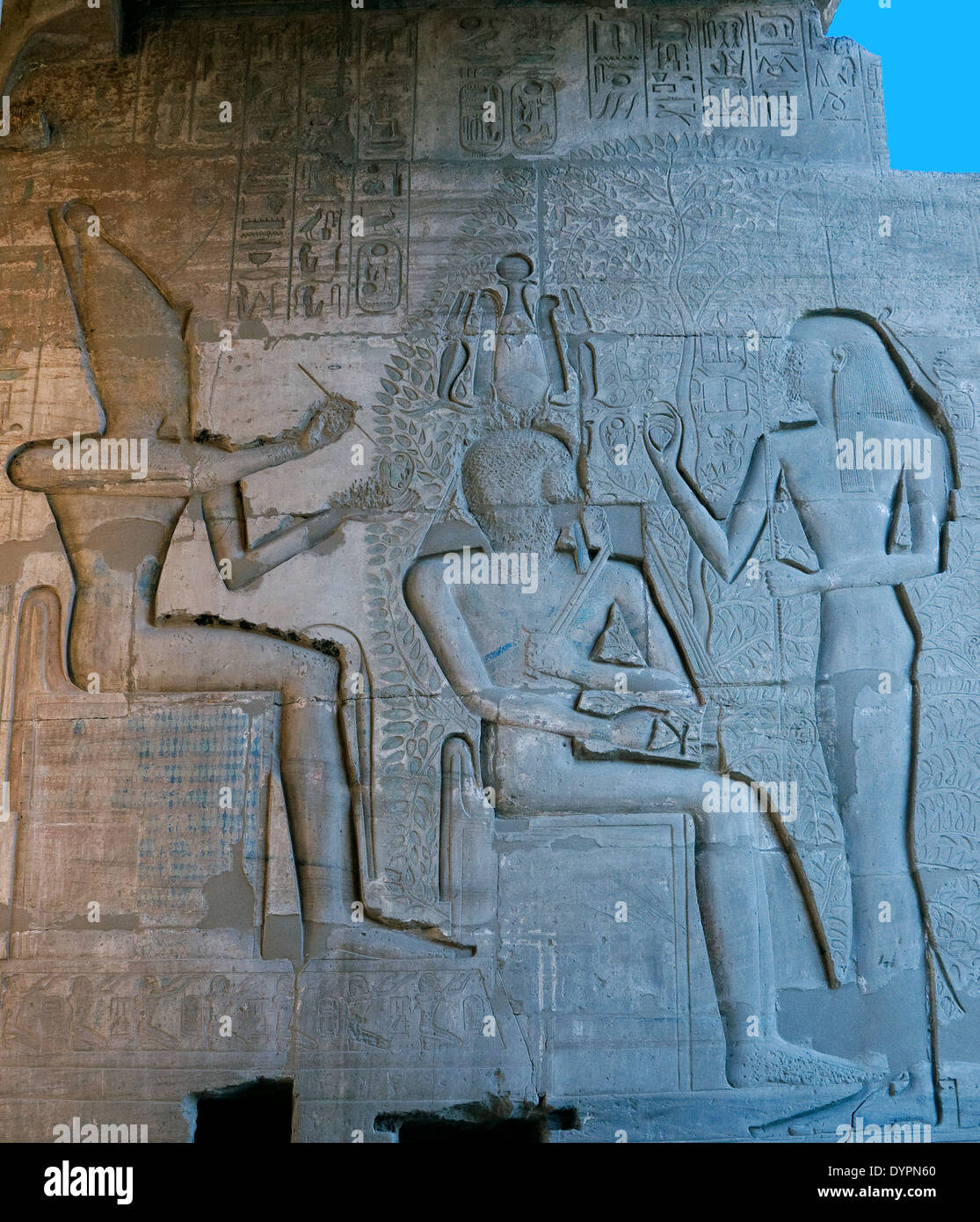 Ramesseum : the funeral temple of pharaoh Ramses II the Great(1303-1213 b.C. XIX dyn.). The Pharaoh adore gods. - Stock Image