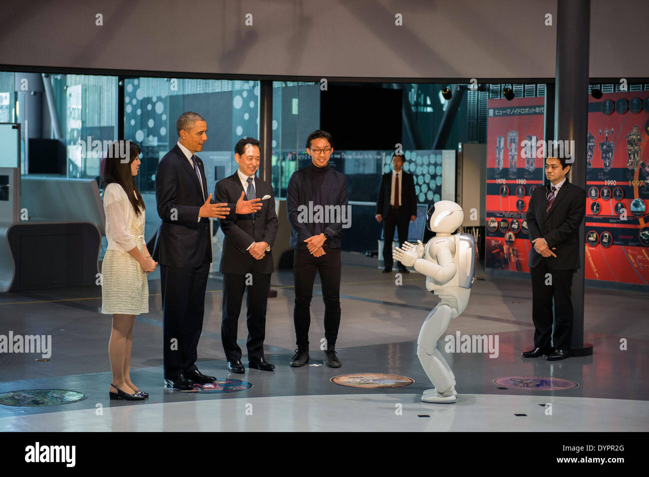 US President Barack Obama with Miraikan Director and astronaut Mamoru Mohri, center right, react to Honda's ASIMO humanoid robot during a visit to the National Museum of Emerging Science & Innovation April 24, 2014 in Tokyo, Japan. - Stock Image