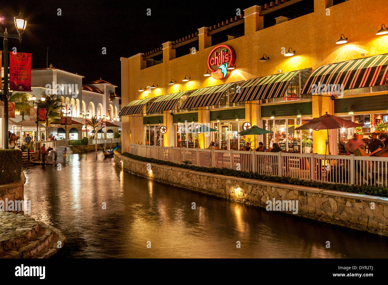 Chilis Restaurant Stock Photos & Chilis Restaurant Stock Images - Alamy
