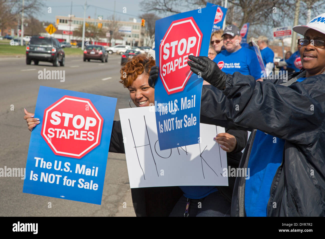 Dearborn, Michigan USA - Members of postal worker unions picket a Staples store to protest the U.S. Postal Service's plan to outsource postal services to the office supply chain. Unions say the privatization plan will result in low-paid, nonunion workers doing postal work. The picketing was part of a nationwide day of protest organized by the American Postal Workers Union. Credit:  Jim West/Alamy Live News - Stock Image