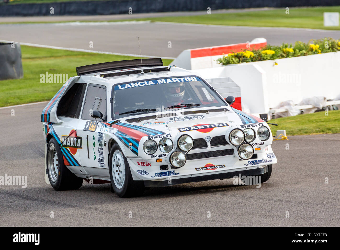 https://c8.alamy.com/comp/DYTCFB/1985-lancia-delta-s4-group-b-rally-car-with-driver-henry-pearman-72nd-DYTCFB.jpg