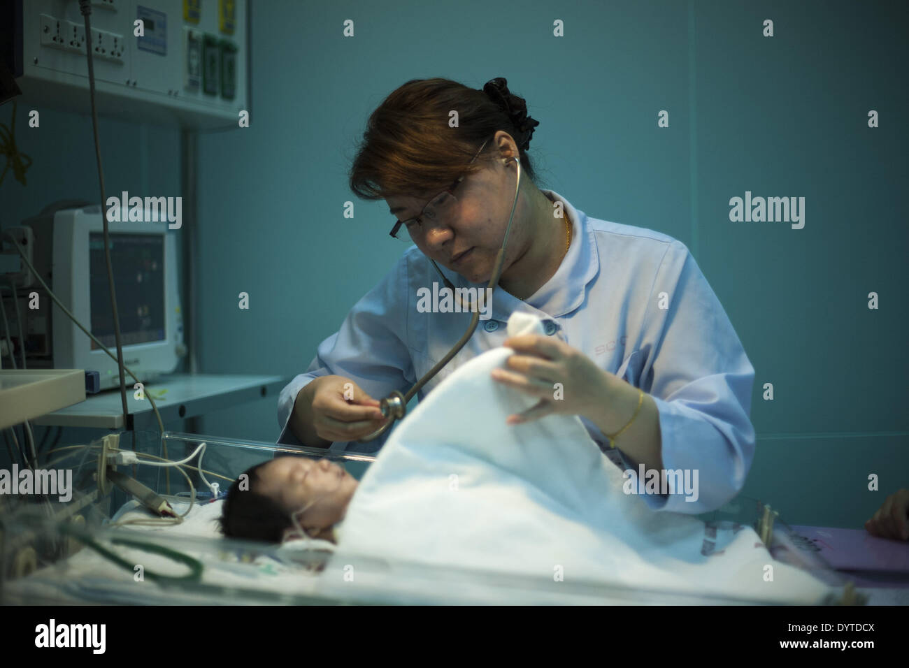 Nurse take care of kids after heart operation at Shanghai ChildrenâÄ™s Medical Center - Stock Image