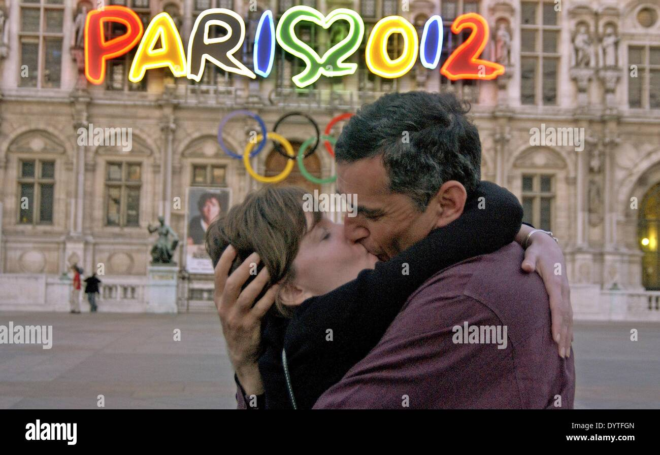 A kissing couple in Paris, 2005 - Stock Image