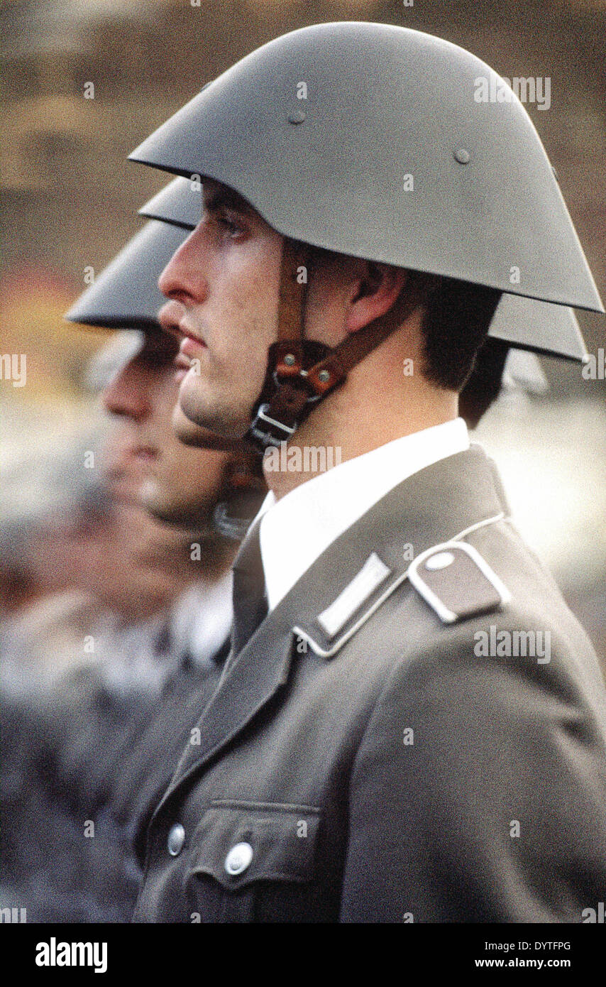 A guard of the National People's Army at the Neue Wache (New Guard House) in East Berlin, 1989 - Stock Image
