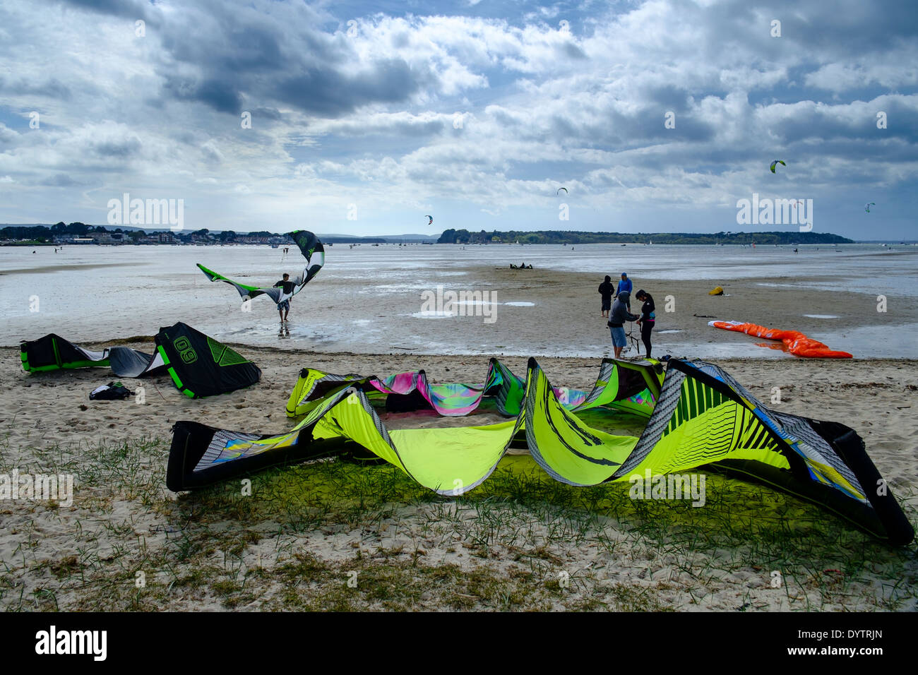 Kite surfers set up power kites at Poole Harbour. Picture by Julie Edwards - Stock Image