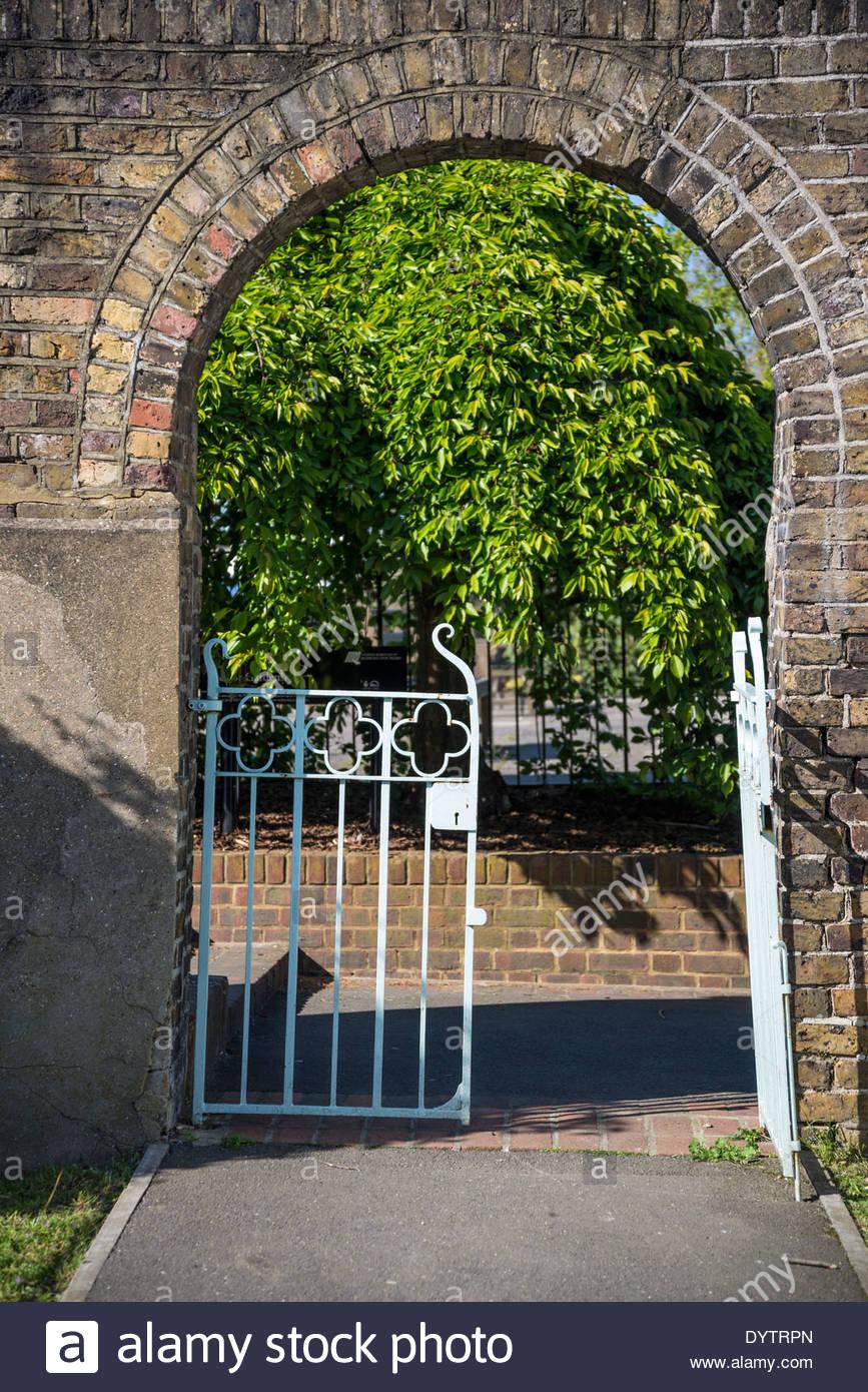 Radnor Gardens gate, Strawberry Hill, Borough of Richmond, London, UK - Stock Image