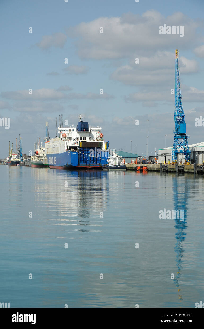 Port of Southampton with ships and cranes - Stock Image
